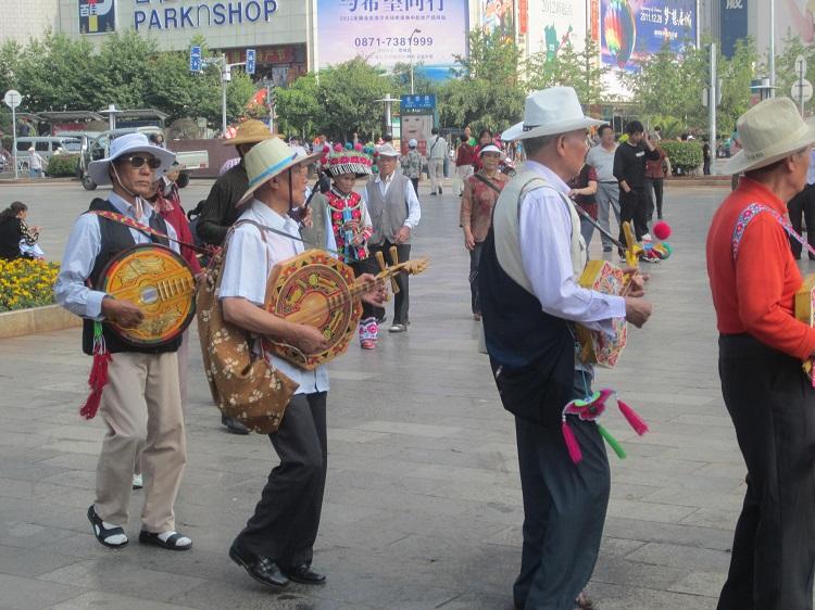 Die Minderheiten tanzen wieder auf der Straße.