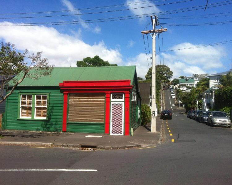 Kleines Häuschen in Auckland. Die Schokoladenseite der Stadt quasi.