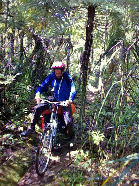 Das Ende vom Lied: Die ersten 500m waren fahrbar und dann habe ich noch 1km das Fahrrad durch den Busch gewuchtet. Es war trotzdem bis jetzt das Highlight! Mehr davon bitte!