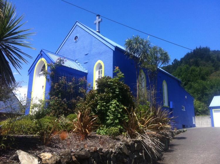 Diese Kirche sagt doch mal jaa zu Gott! Könnte sein das es ein Wohnhaus ist.
