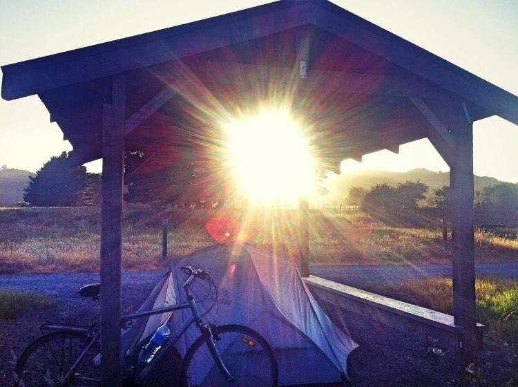 Moin, Moin. Camping im Pavillon. Am rail trail.